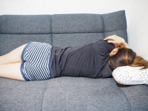 ソファー寝る