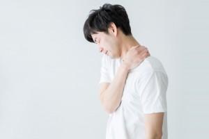 肩痛い男性